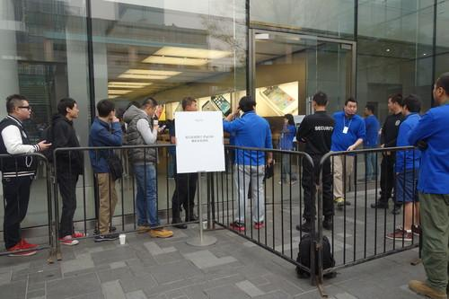 Consumers wait to buy the iPad Air in Beijing.
