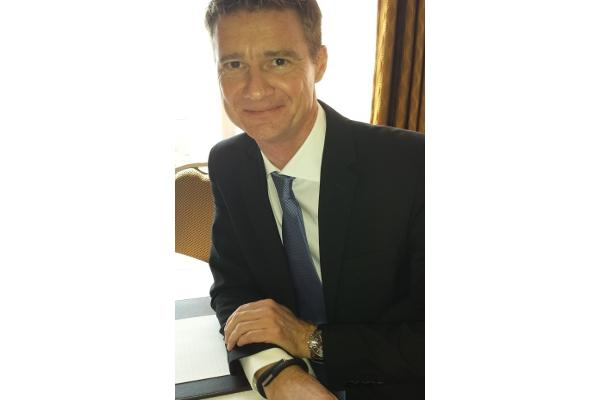 Björn Goerke, SAP global CIO, wearing his Jawbone wrist band