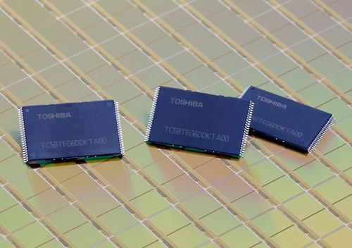 Toshiba's new NAND flash memory chips use a 19 nanometer process to fit 64 gigabits on an area of 94 square millimeters. Mass production is to begin this month.