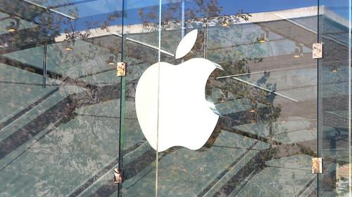 An Italian security researcher says he's found two zero-day vulnerabilities in OS X.