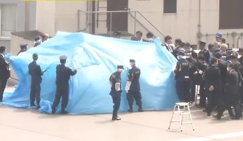 Police and security officials inspect a drone that landed on the Japanese prime minister's office in April. Security firm Alsok plans to launch a system to automatically detect unwelcome drones with high-powered microphones.