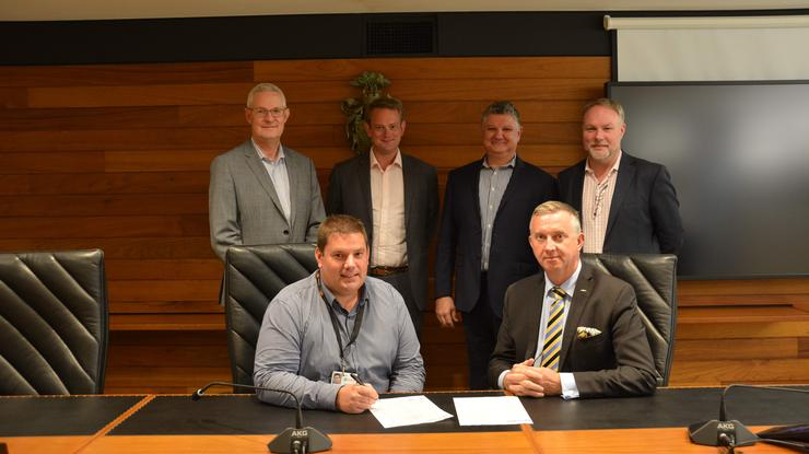 (Front: L to R: Glynn Henderson, Redland City Council; William Osborne, Resolute IT. Back: L to R: Andrew Chase, Philips Lighting; Robert Linsdell, Vertiv; Ian Dempsey,, Resolute IT; Tony Pantano, Vertiv; Daniel Sargent, Vertiv)