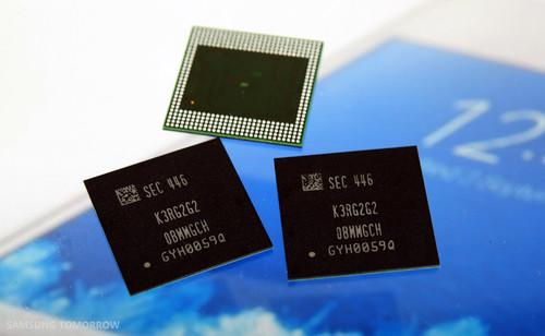 Samsung Electronics has started mass production of the industry's first 8 Gigabit LPDDR4 Mobile DRAM.