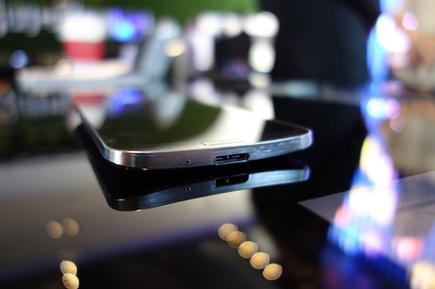 The Samsung Galaxy Round on a table.
