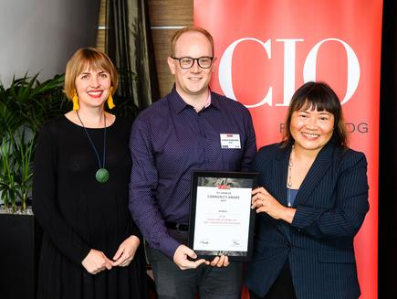 Lani Evans, manager Vodafone New Zealand Foundation and Andrew Sutherland, online crisis intervention manager of Zeal receive the award for best ICT-enabled community programme