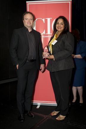At the inaugural CIO100 awards in March, Edwina Mistry received the plaque for Manukau Institute of Technology, which got the highly commended award for ICT-enabled community project category (Photo by Jason Creaghan)