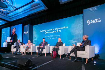(l-r) SAS's Deepak Ramanathan, Telstra's Liz Moore, iCare's Gavin Pearce, Bank of New Zealand's Sonya Crosby and Professor Ujwal Kayande from Melbourne Business School