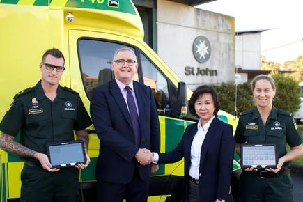 St John CEO Peter Bradley and Managing Director of Samsung NZ Kenny Yeon with two St John paramedics.