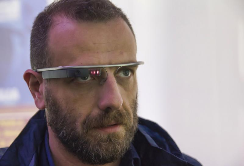 "Wearables like Google Glass ""make people look like robots"""