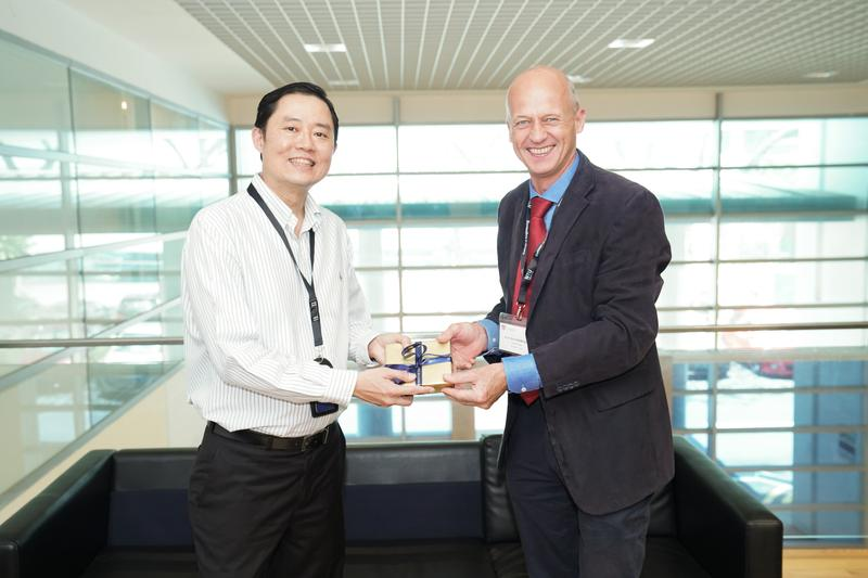 Professor Louis Phee, acting dean, College of Engineering at NTU Singapore, and University of Sydney Faculty of Engineering and IT interim dean Professor Kim Rasmussen